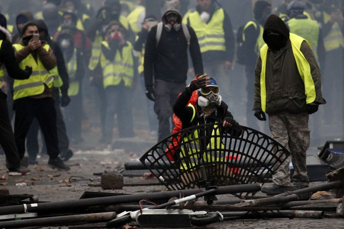 París en llamas: las imágenes más impactantes de los incidentes de los Chalecos Amarillos
