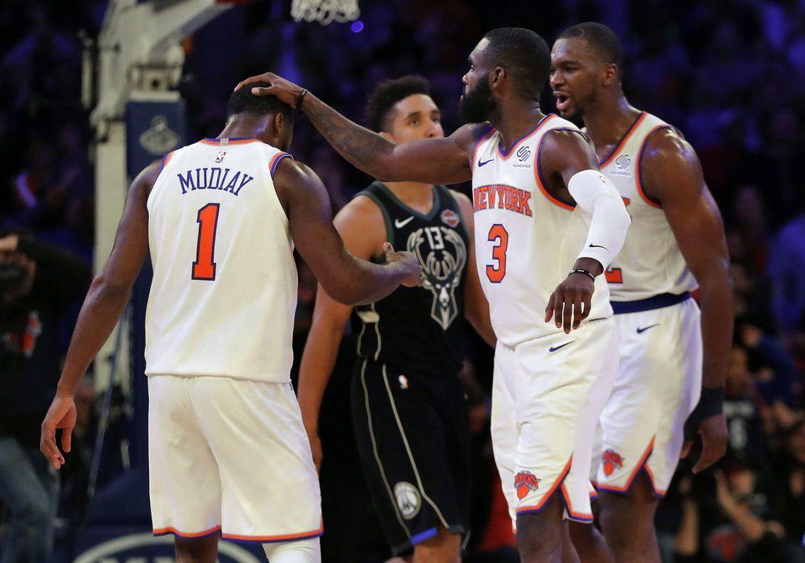 Los Knicks sorprendieron a los líderes Bucks en un final infartante