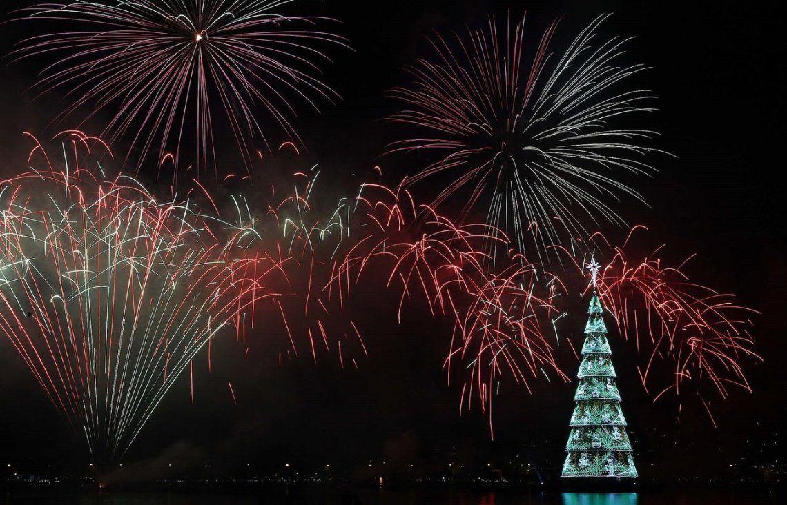 Fotos | El increíble árbol de navidad flotante de Río de Janeiro