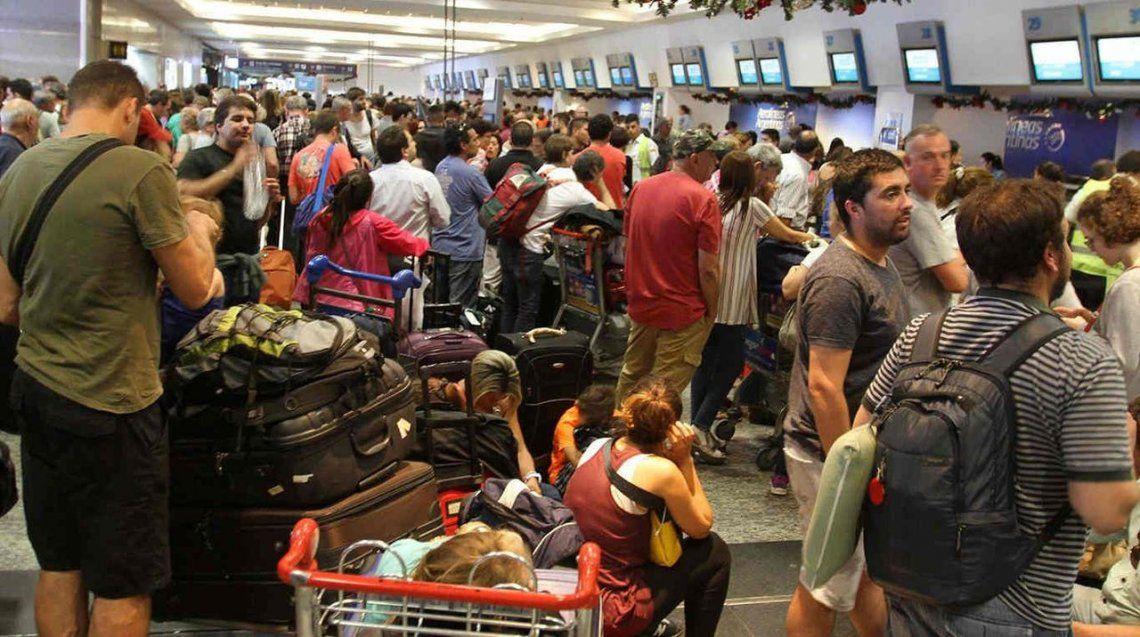 Para contrarrestar paros, la PSA y Fuerza Aérea podrán prestar servicos de rampa en aeropuertos