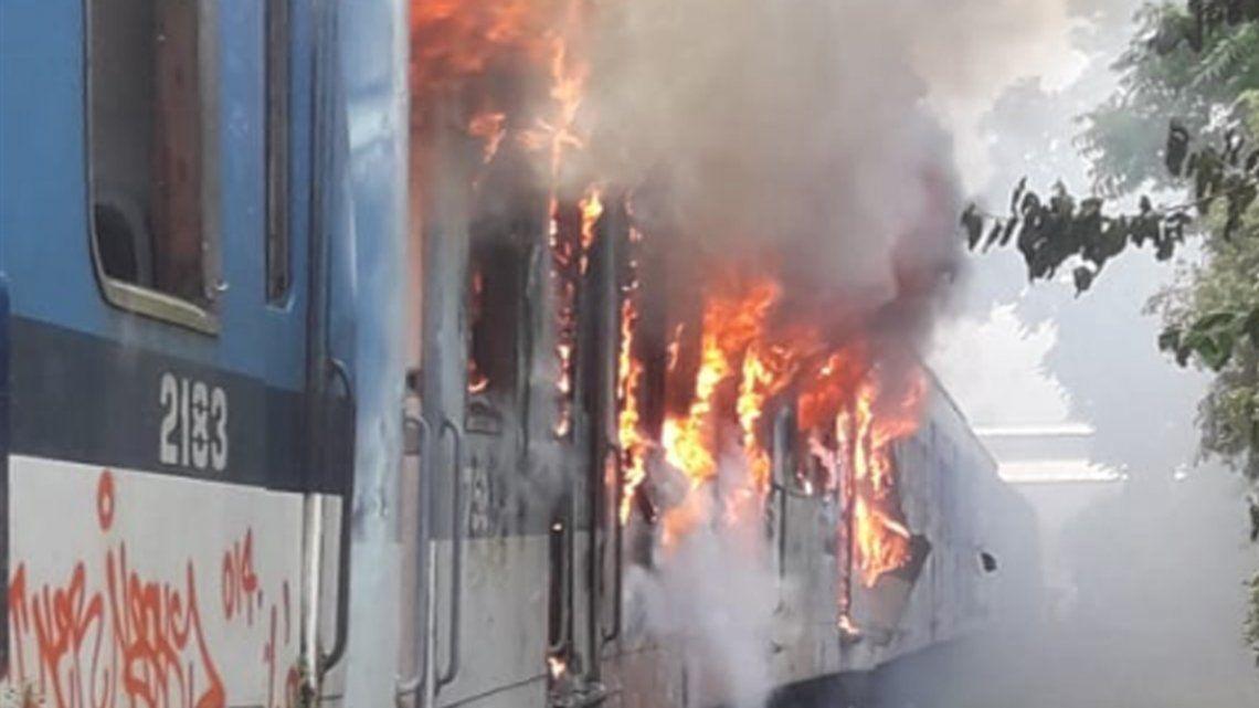 Villa Luro: se incendió un taller del tren Sarmiento