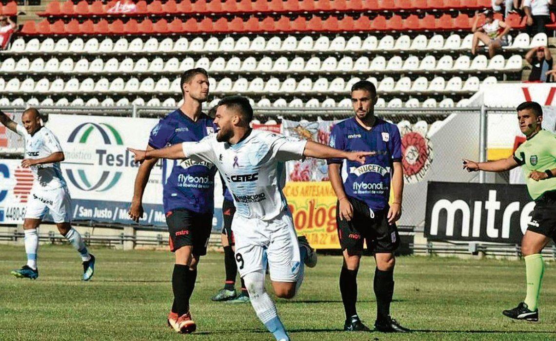 dEl Gasolero abrió el partido a los tres minutos con un verdadero golazo de Mauro Cerutti.