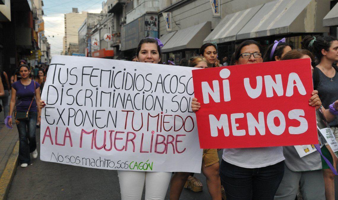 Multitudinaria marcha a Plaza de Mayo en repudio al fallo que dejó libre a los femicidas de Lucía Pérez