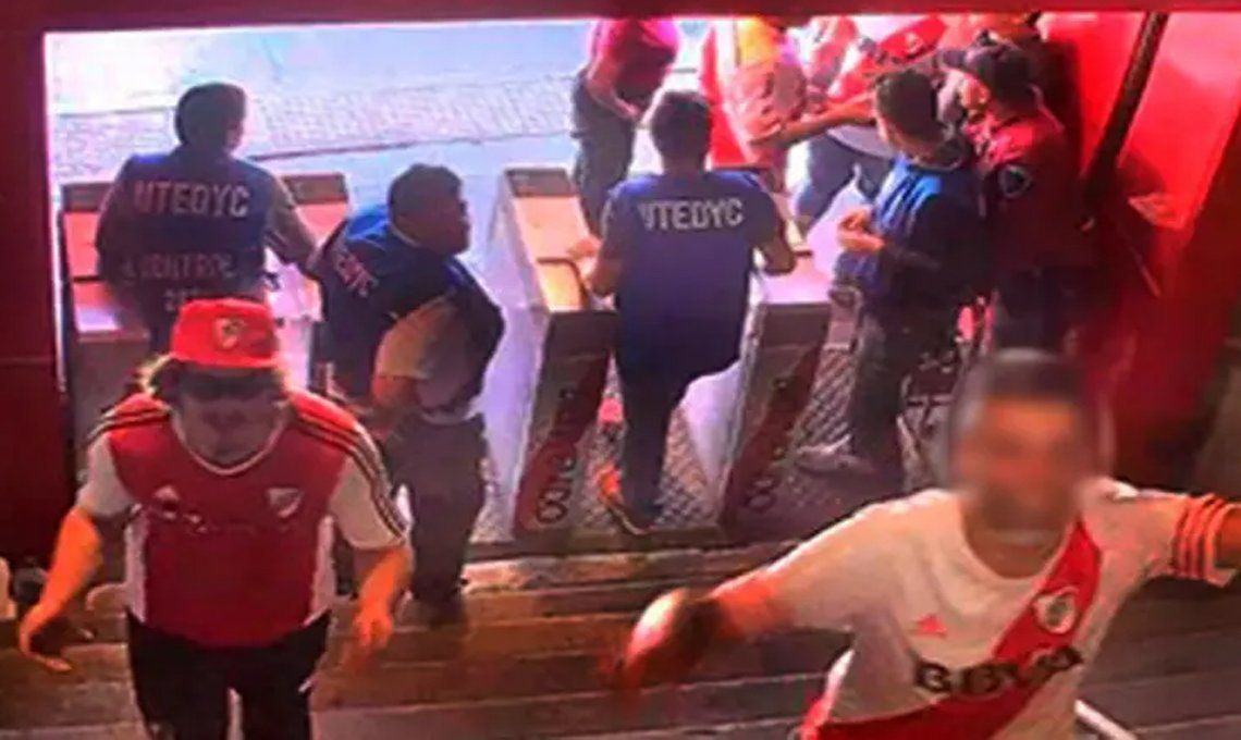 River suspendió a Matías Firpo, el hincha detenido por agredir al micro de Boca