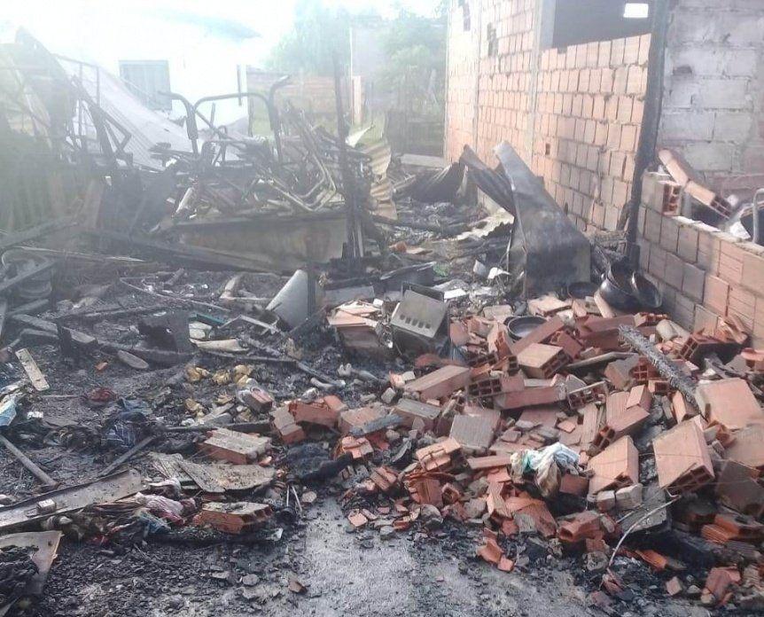 Quilmes: piden ayuda para dos familias que perdieron todo en un incendio