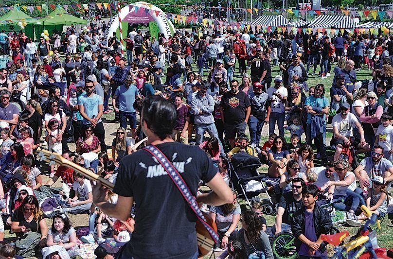 dMás de mil personas participaron en el evento.