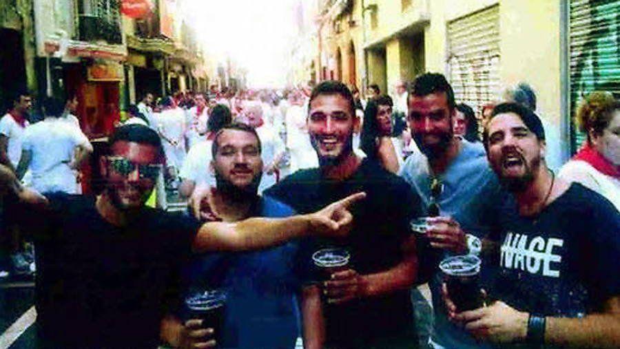 España: condenaron a 9 años de prisión a los miembros de La Manada, la banda de abusadores que violó a una menor de edad