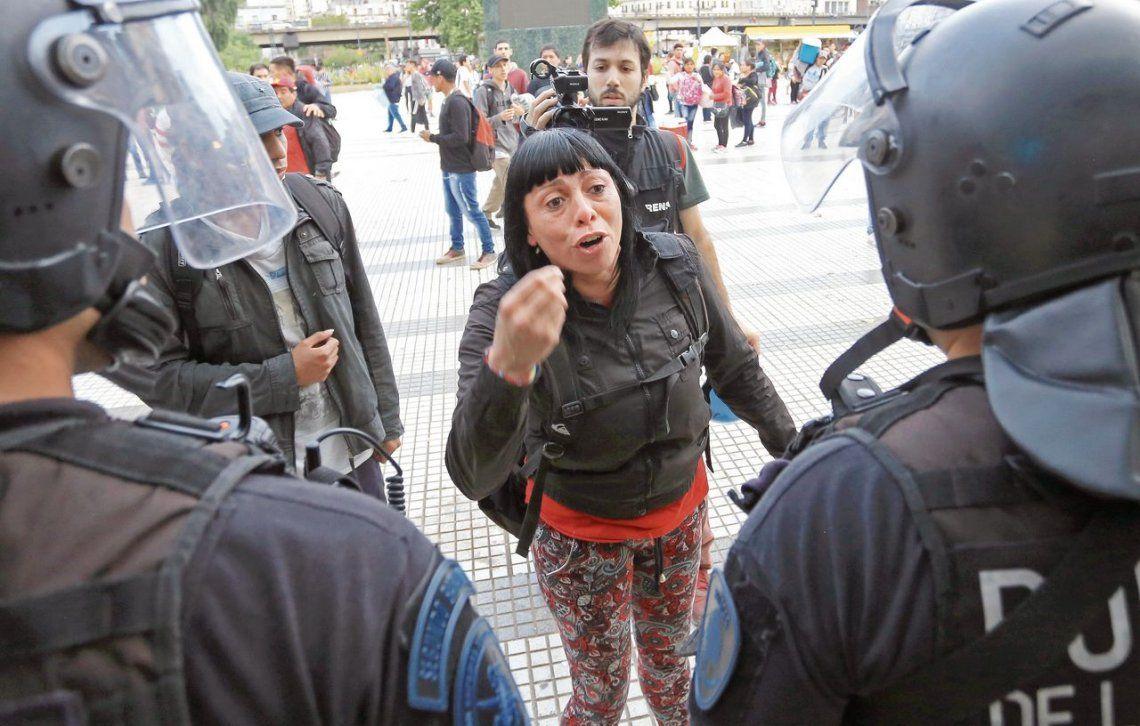 Los militantes fueron encerrados por las fuerzas de seguridad en las adyacencias de la plaza y la terminal ferroviaria.