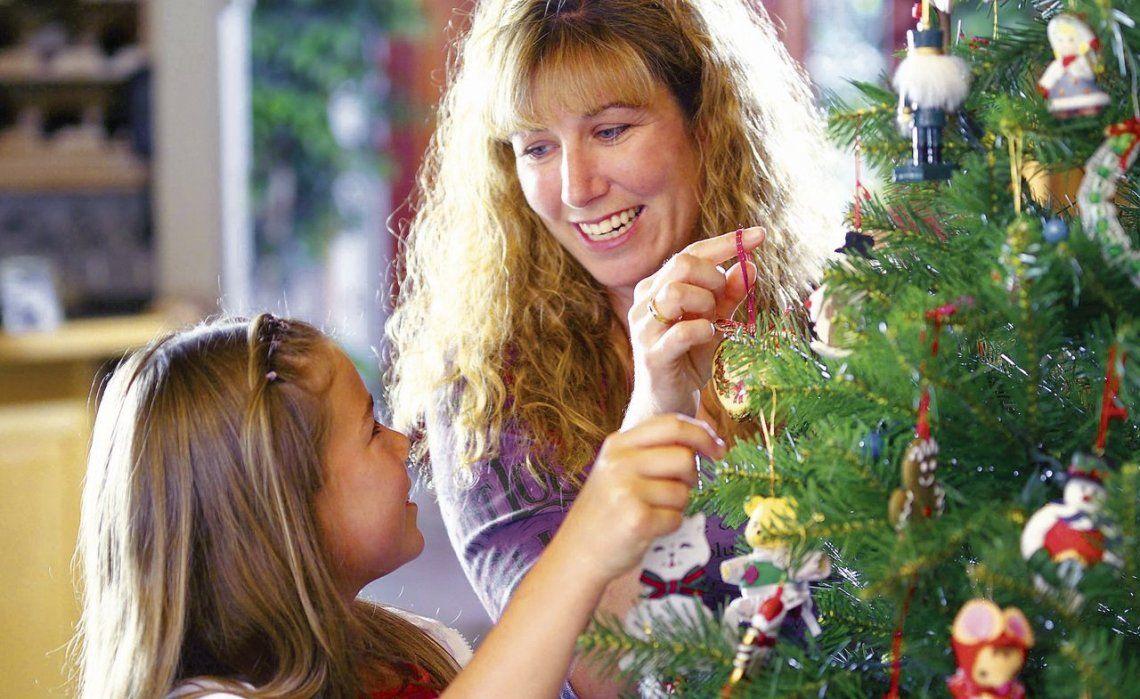 dDe la felicidad de armar el tradicional árbol de Navidad a penar ante los valores de los productos este 2018.