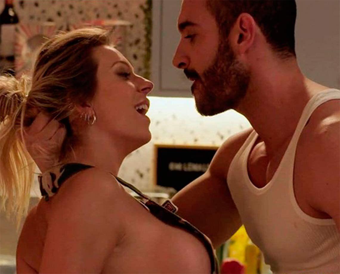 La fogosa escena de sexo en la cocina de Noelia Marzol y Juan Guilera