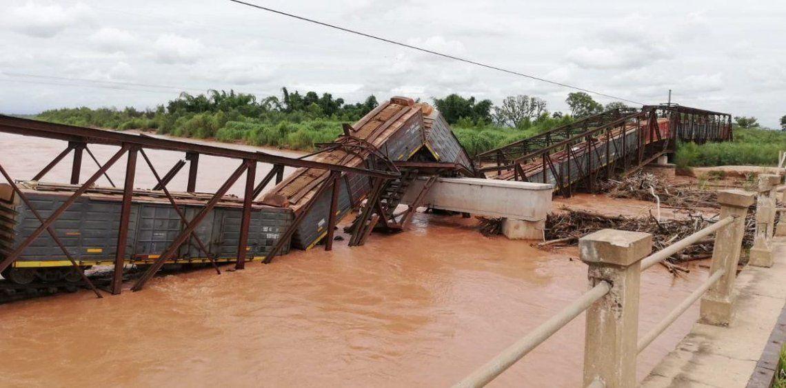 Se cayó un puente en Salta cuando pasaba una formación del tren Belgrano Cargas