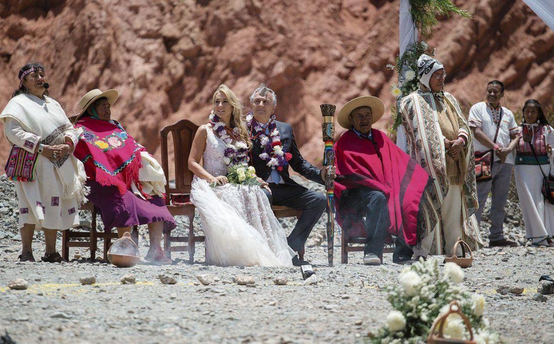 dTodo el colorido de la ceremonia de unión.