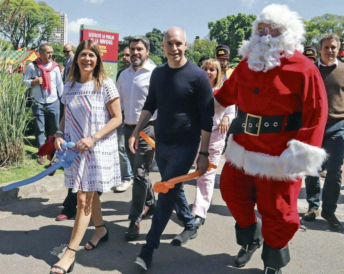 dLarreta recorre el Parque Navideño junto a Papá Noel.
