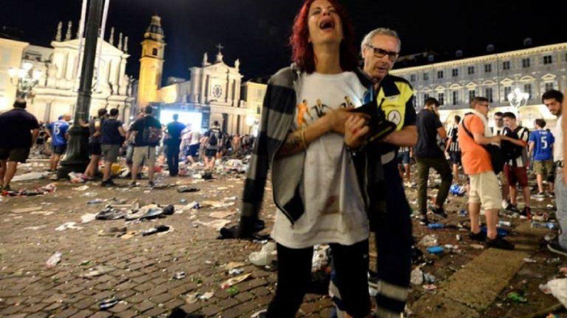 Tiró gas pimienta y provocó una tragedia: 6 muertos y decenas de heridos durante un concierto en Italia
