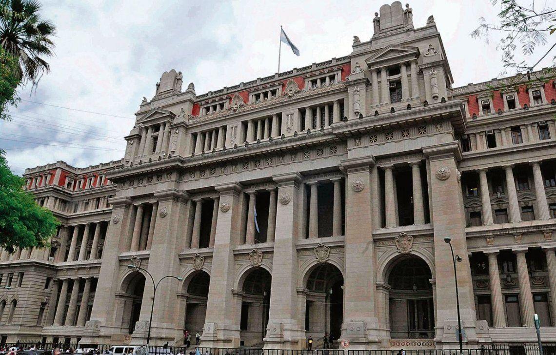 El Impuesto a las Ganancias para jueces y empleados de la Justicia generó una grieta entre los magistrados.