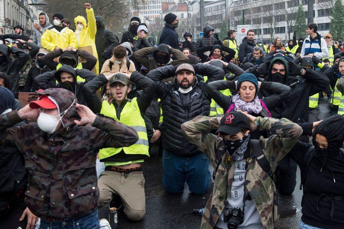 Violencia y casi 1400 detenidos durante protestas de chalecos amarillos en Francia