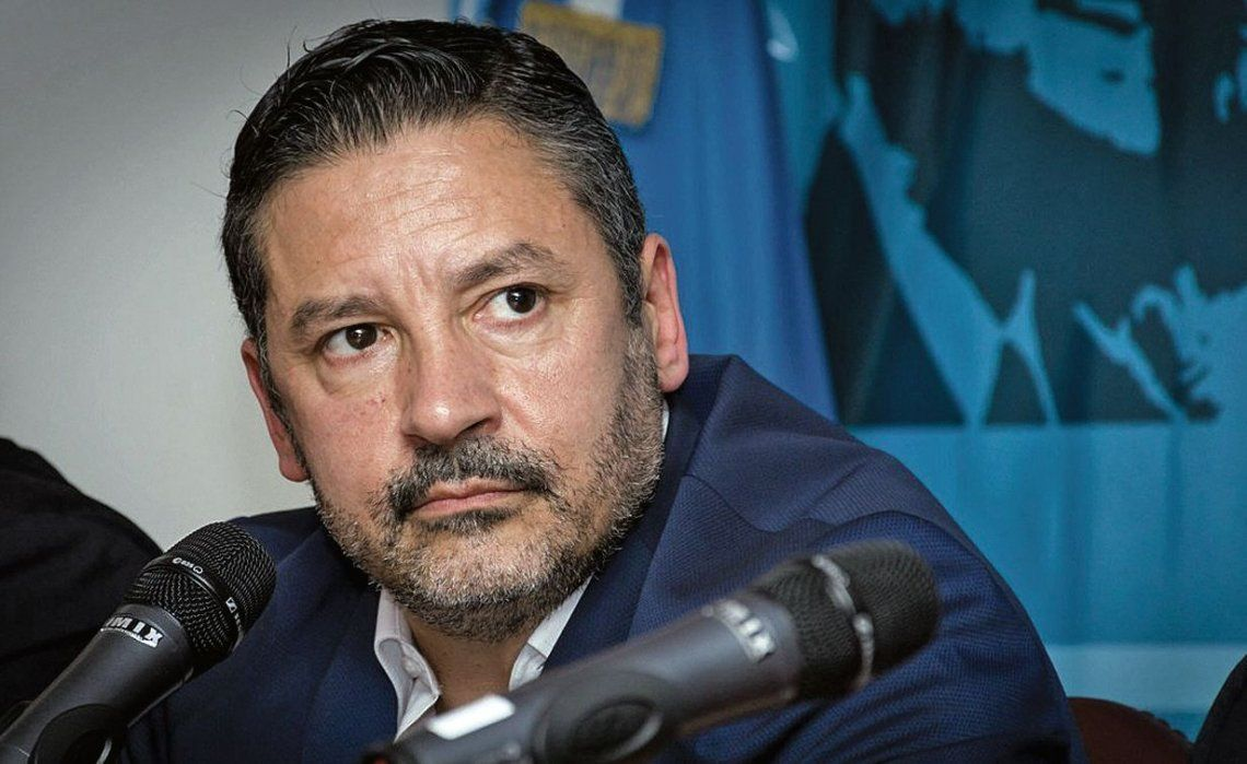 dGustavo Menéndez