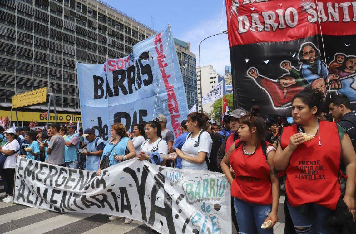 Barrios de Pie realiza ollas populares en el Obelisco y La Plata
