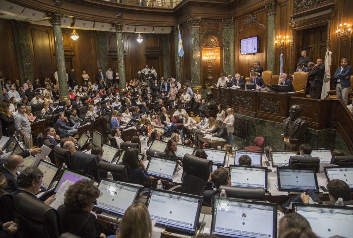 La Legislatura porteña prohíbe la actividad de trapitos y limpiavidrios