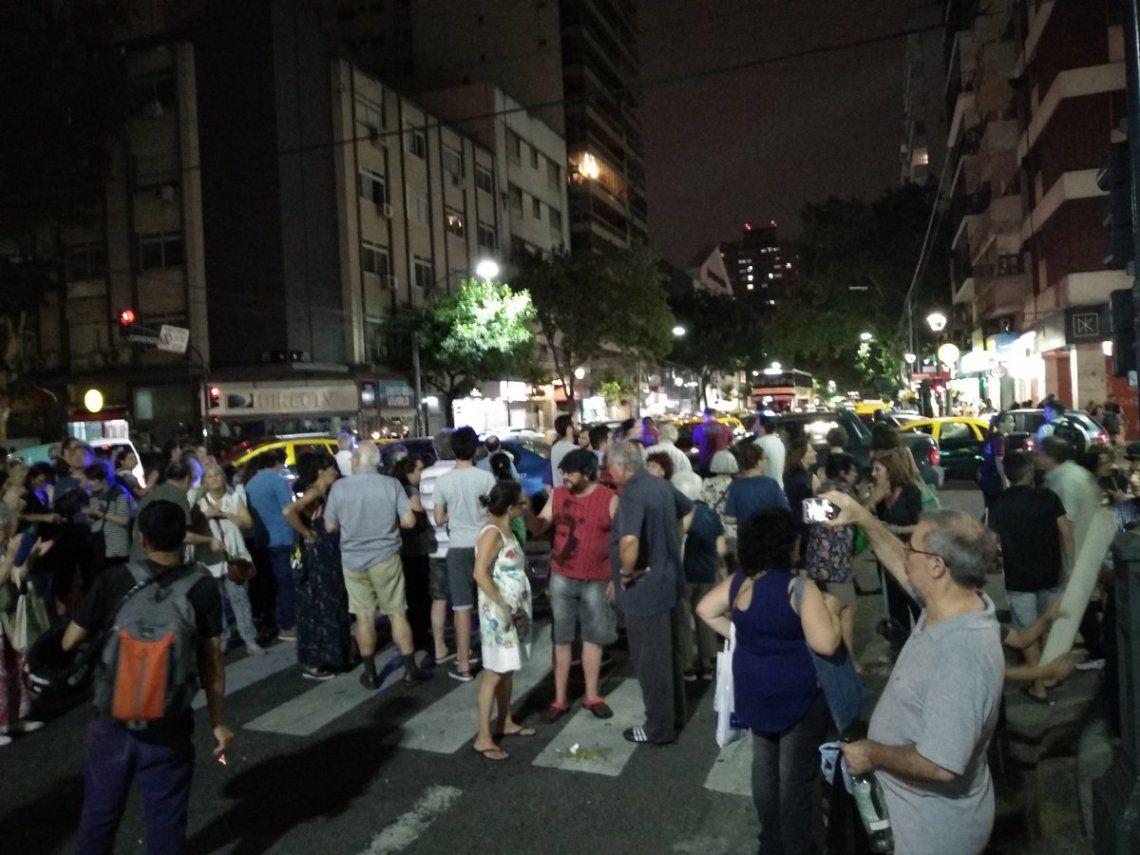 Tarifazo: organizaron cacerolazos en varios puntos de la Ciudad de Buenos Aires contra el aumento de los servicios públicos