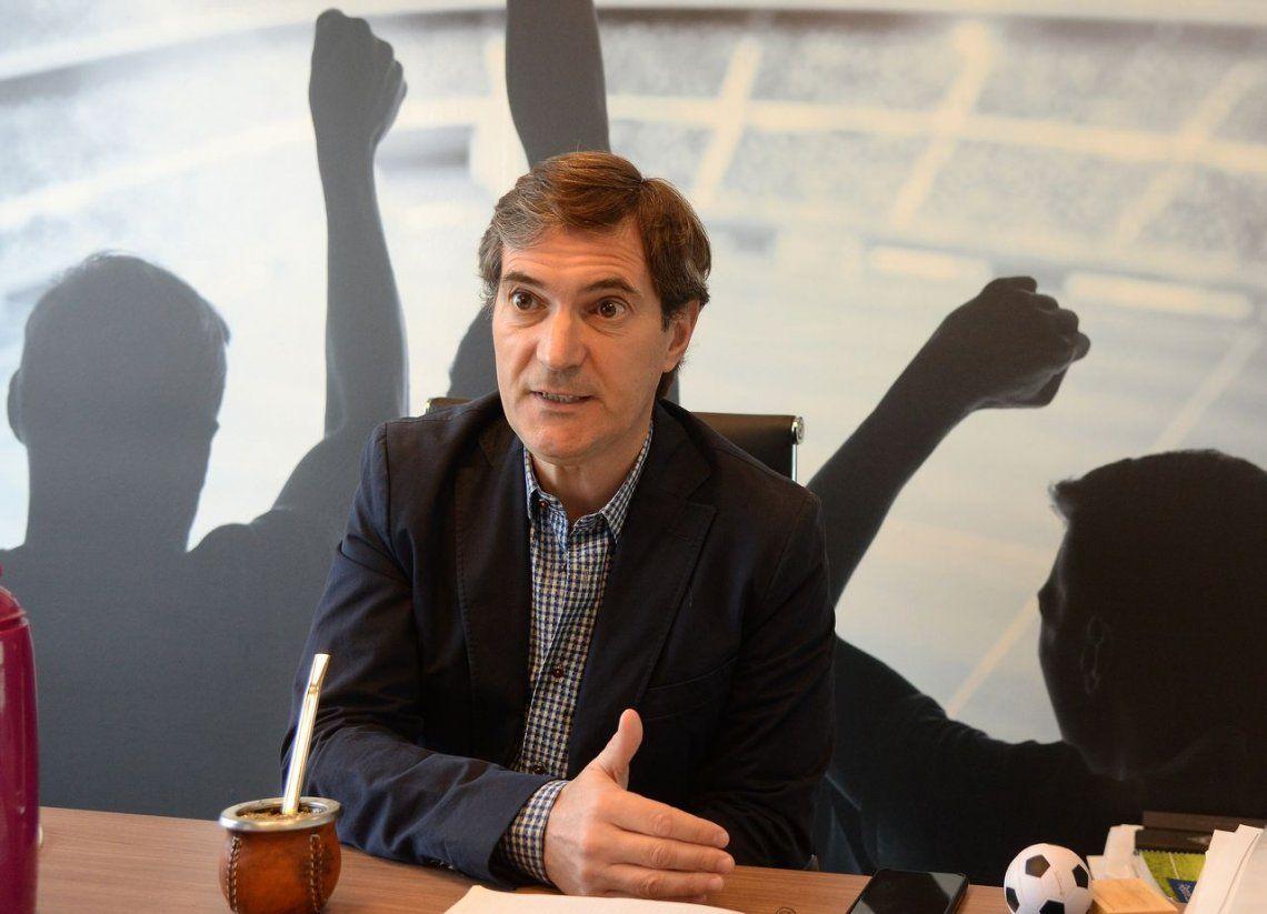 Para el presidente de la Superliga, el déficit está en los estadios