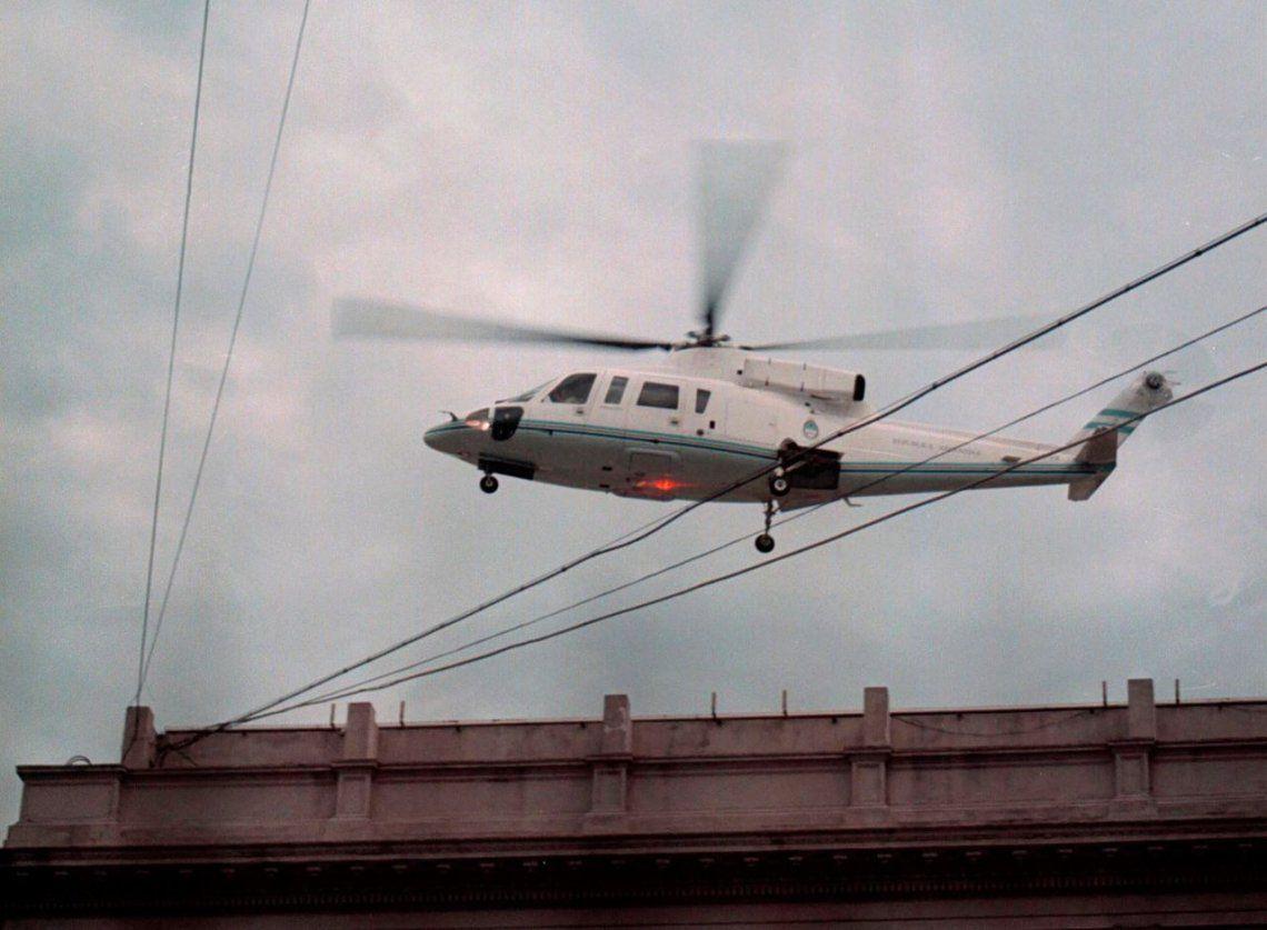 El helicoptero sobrevolando la Casa Rosada