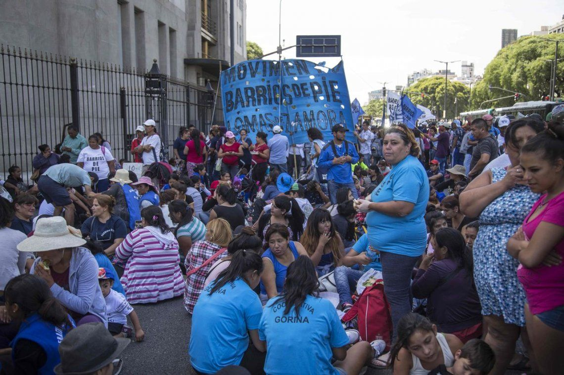 El gobierno espera para la primera mitad del año más protestas sociales .