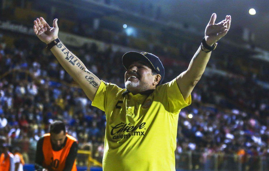 Confirmado: Maradona seguirá siendo el técnico de Dorados de Sinaloa