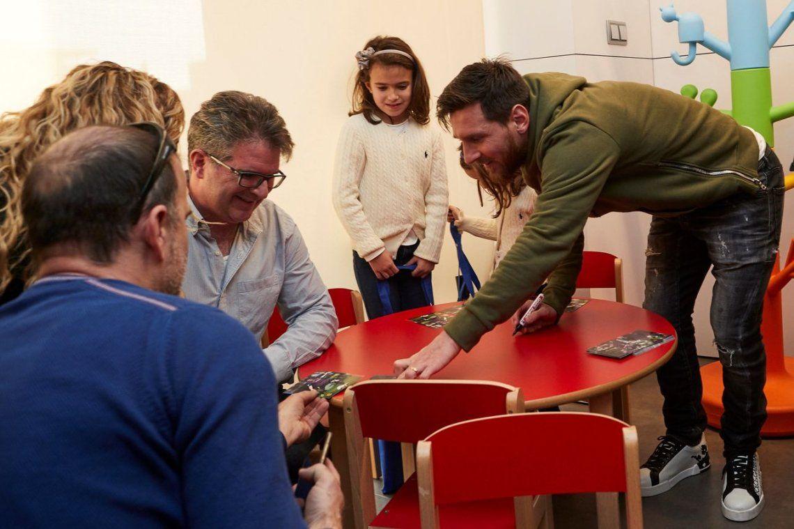 Messi y Suárez visitaron el Hospital de Niños de Barcelona