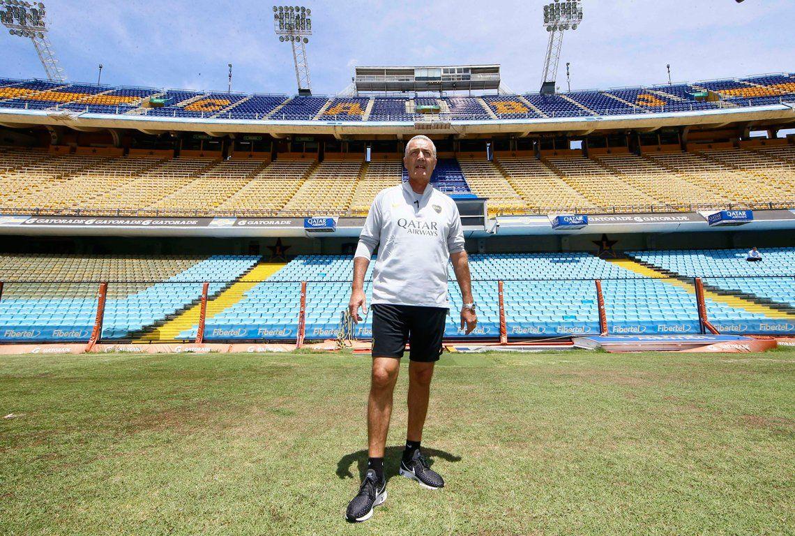 Gustavo Alfaro paró su primer equipo en Boca con una sorpresa y hubo retos para todos