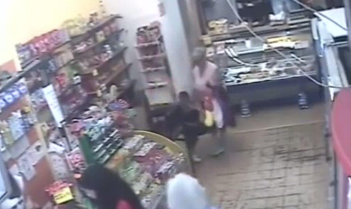Mar del Plata: usaron a un nene de 7 años para robar en un kiosco a metros de la Peatonal San Martín