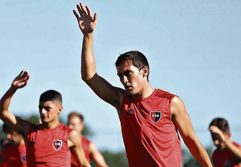 El lateral derecho Angelo Gabrielli ya se entrenó junto al plantel rosarino.