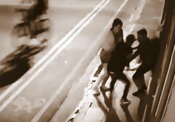 dLa secuencia del salvaje asalto en la calle Tacuarí. Persson caminaba junto a su novia cuando le dispararon.