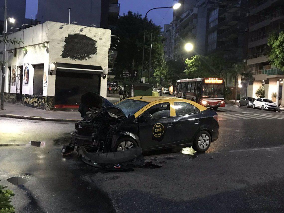 Choque entre un taxi y un colectivo en Caballito