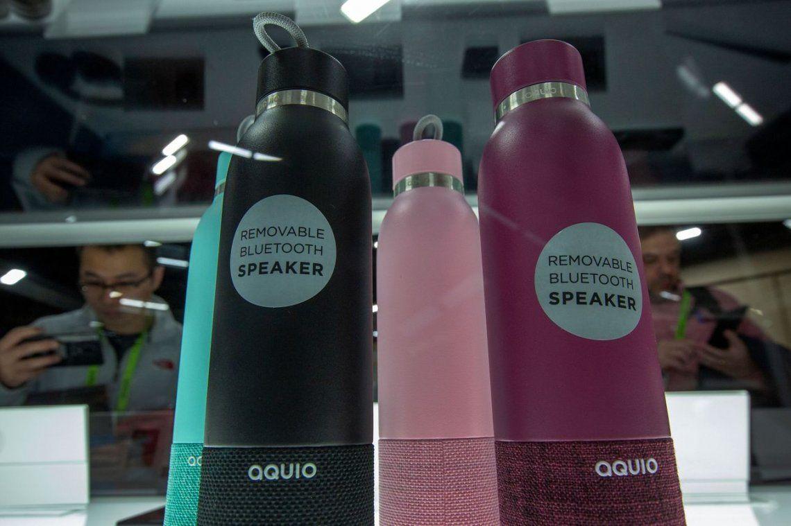 Botella de agua con parlantes bluetooth