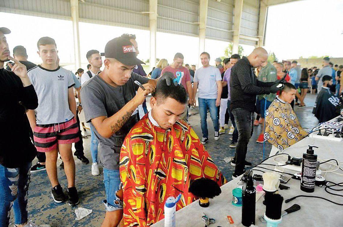 Florencio Varela: batalla de peluqueros con un objetivo solidario