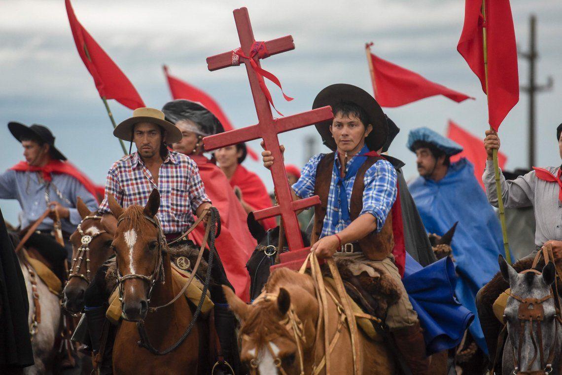Una multitud de fieles conmemora al Gauchito Gil