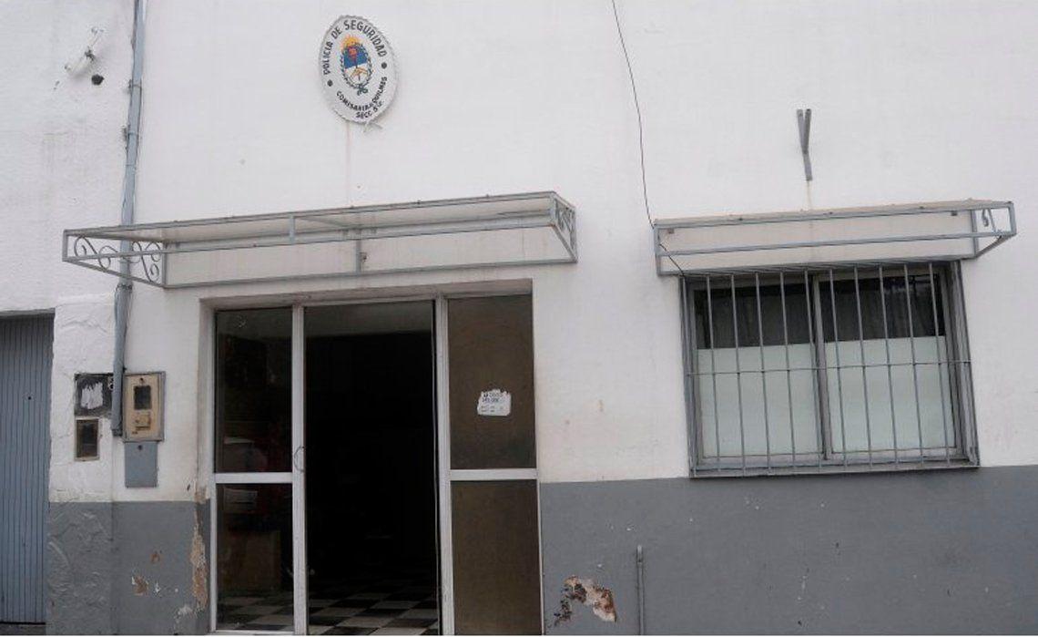 El indignante episodio ocurrió en la seccional 5ª del barrio quilmeño de La Cañada.