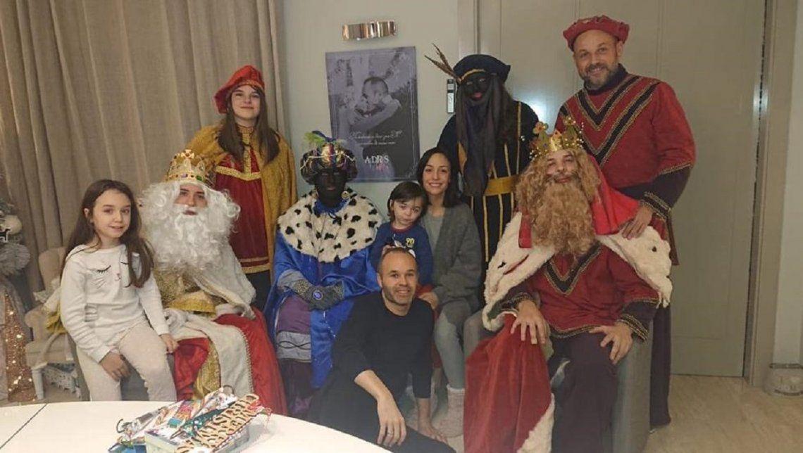 Iniesta y la foto de Reyes que generó polémica en el mundo