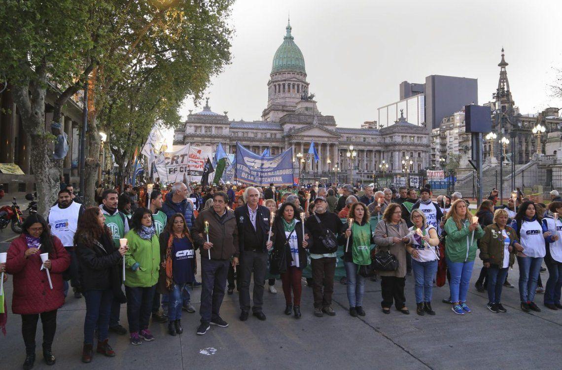 Contra el tarizafo: las CTA y Camioneros harán este jueves la primera marcha de antorchas