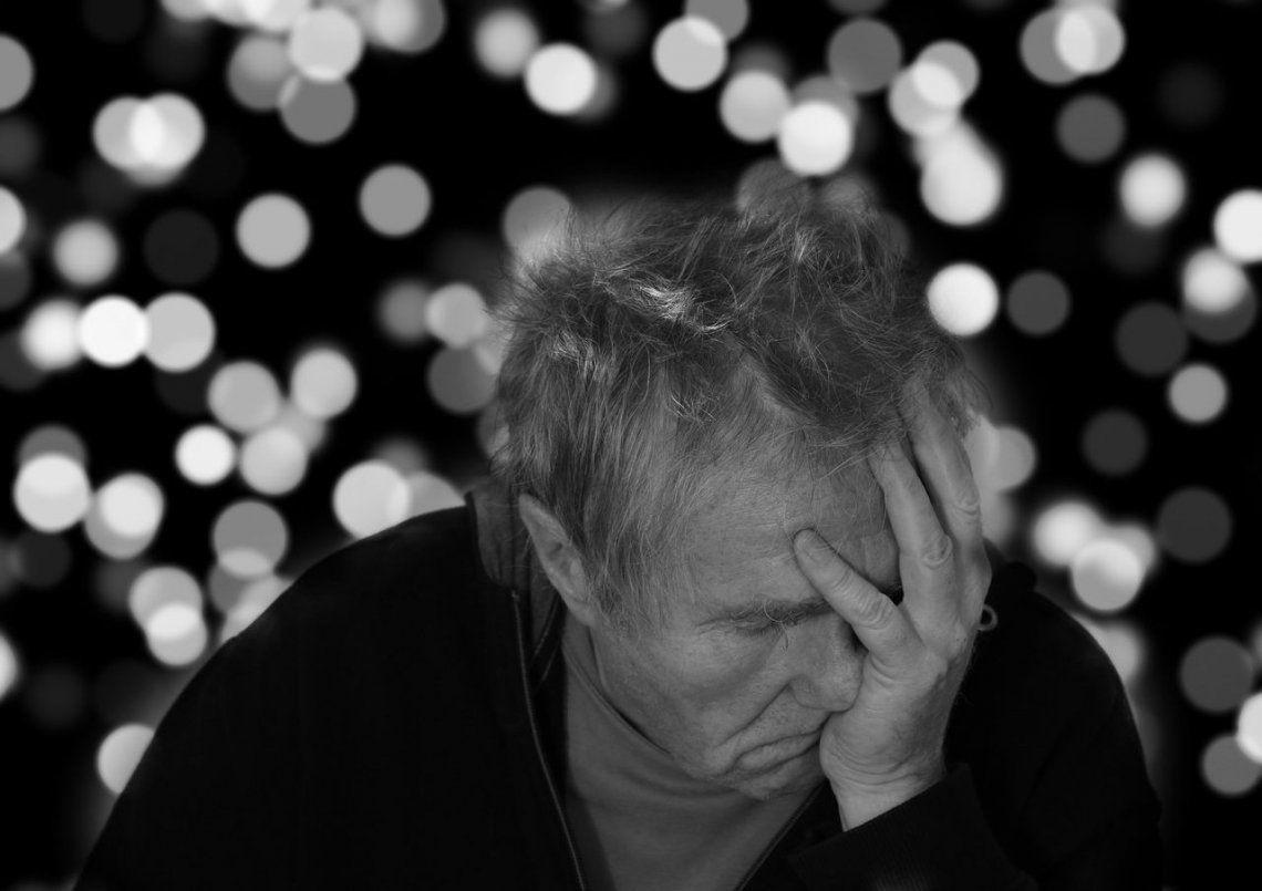 Alzheimer: aseguran que dormir mal podría ser una señal de alerta de la enfermedad