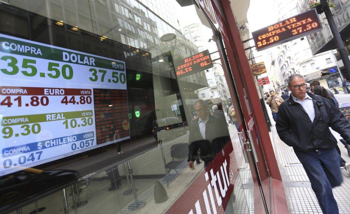 Dólar hoy: el Banco Central compró US$20 millones después de que la divisa quebrara el piso de la banda
