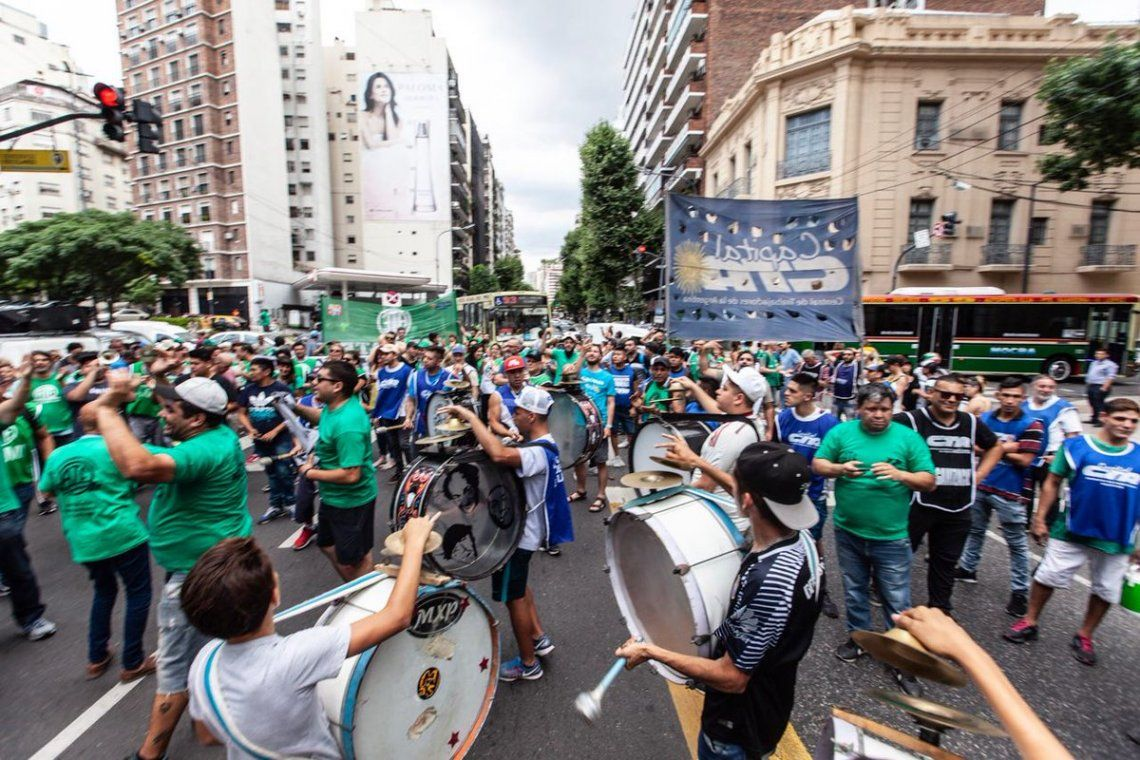 Terminó la Marcha de Antorchas en protesta por el aumento de tarifas en el Congreso
