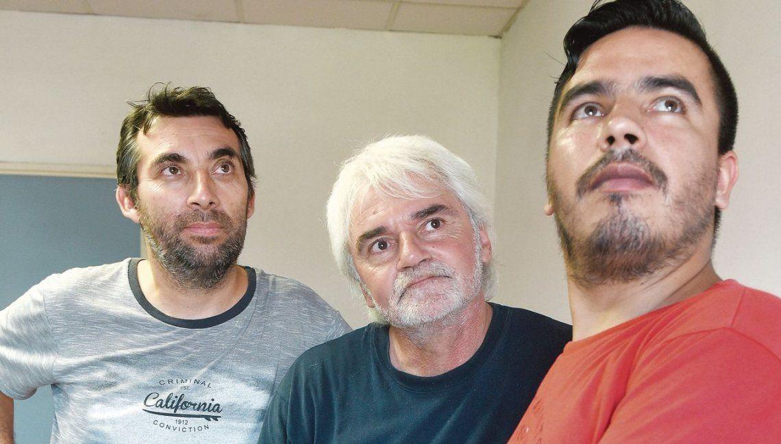 Tres de los trabajadores contaron sus problemas hace justo un año en la redacción pero la situación ahora es crítica.