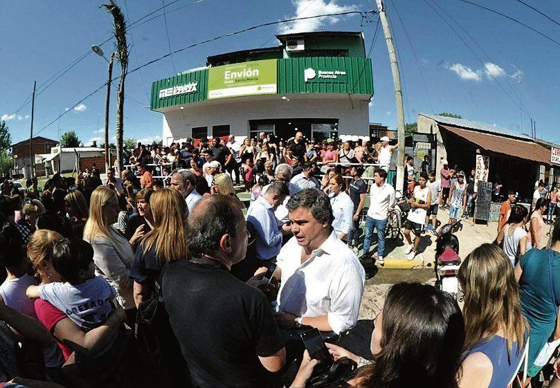 Inauguración congregó a gran cantidad de vecinos que celebraron el cambio.