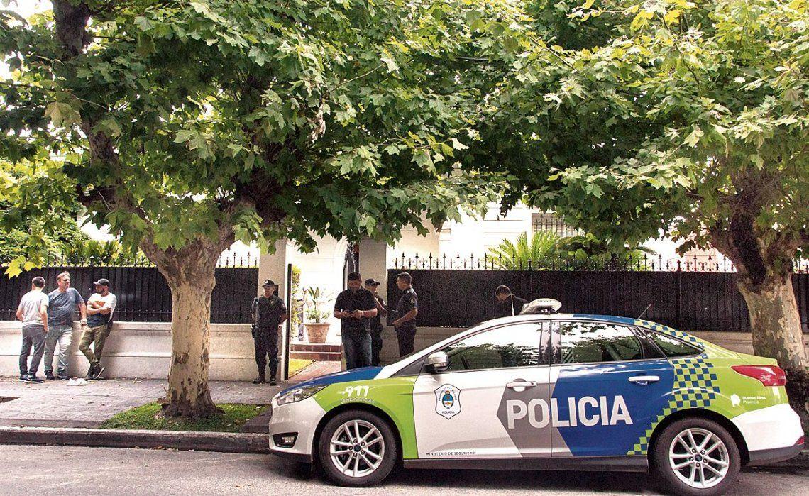 En esta vivienda de Bernal fue asesinado días atrás el empresario Abel Espósito. Lo torturaron hasta matarlo.