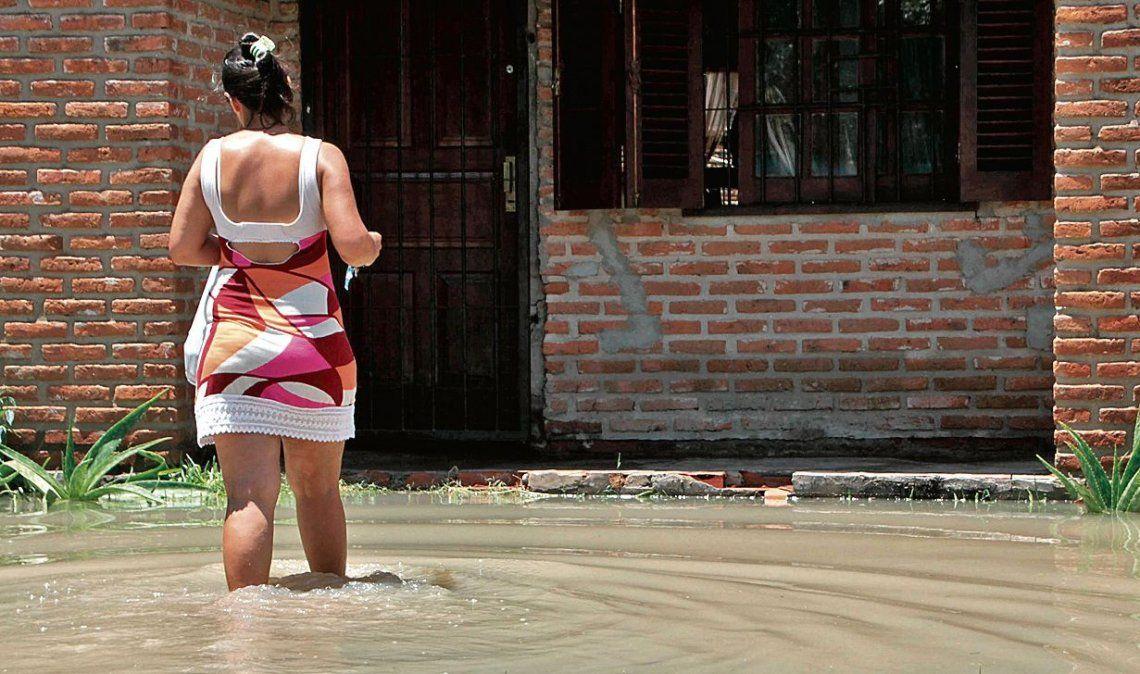 dEn Corrientes ya son más de 2.500 los evacuados y hay parajes aislados.