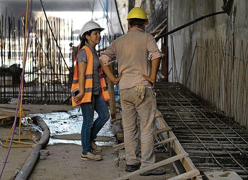 dEn la obra trabajan 200 mujeres.