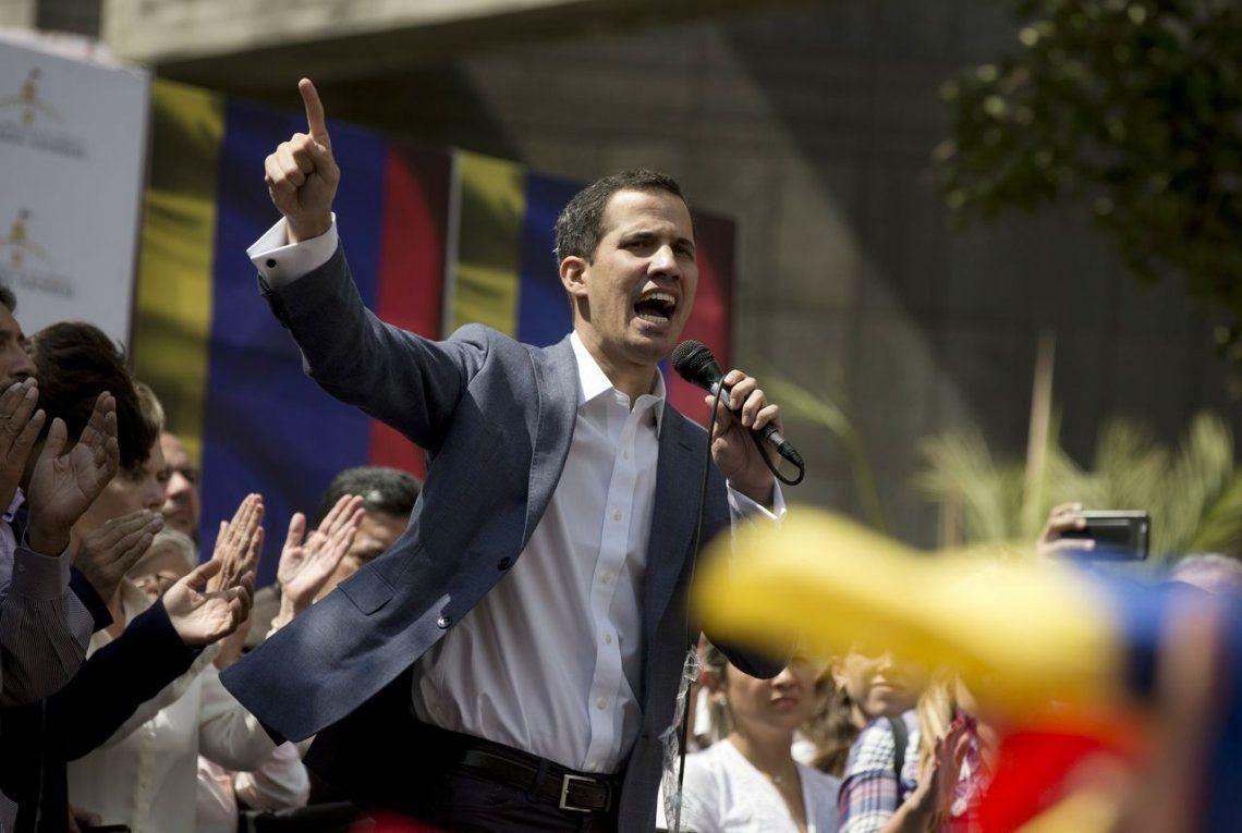 El presidente de la Asamblea Nacional de Venezuela fue liberado y apuntó contra Maduro