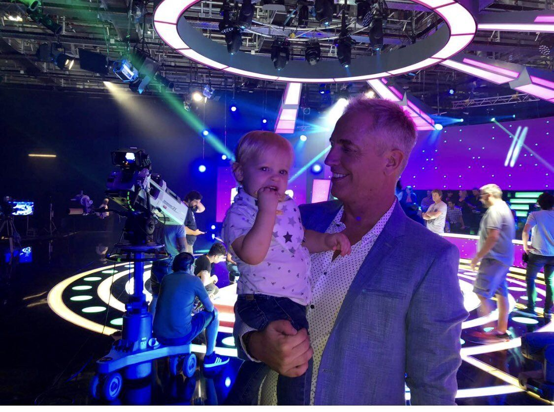 Igualito a papá: Mirko realizó su primer blooper en televisión como invitado de Minuto para ganar